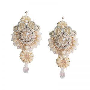 Soutache-Ohrringe mit Kristallperle in Nude mit Glastropfen